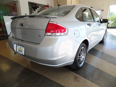 2010 Ford Focus SE.SUNROOF,ALLOY WHEELS,SPOILER. Sedan