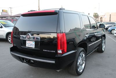 2011 Cadillac Escalade Luxury